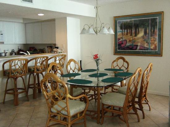The Ocean Bay Club : Living/Dining Area