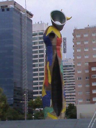Barcelona, Spain: Parque Miro-Mujer y pajaro
