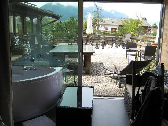 Alp Art Hotel : Terrasse und Whirlpool