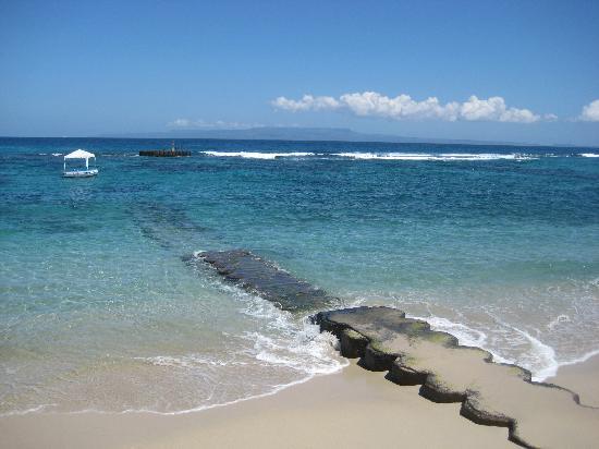 Anom Beach Inn Bungalows: Blick auf das Meer