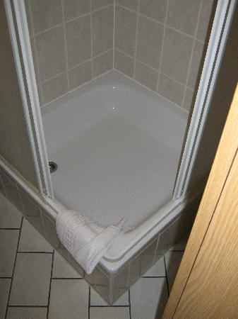 Hotel B1: Dusche