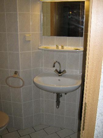 Hotel B1: Waschbecken