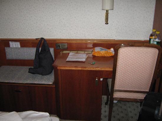 Hotel B1: Schreibtisch