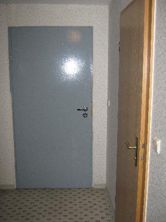 Hotel B1: Eingangsbereich Zimmer