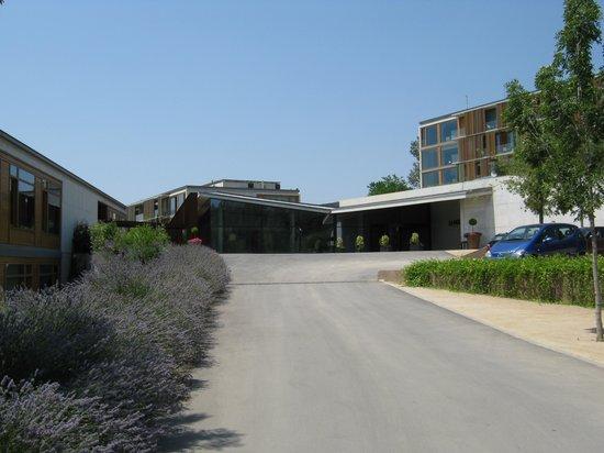 La Mola Hotel & Conference Centre: Entrance to the complex