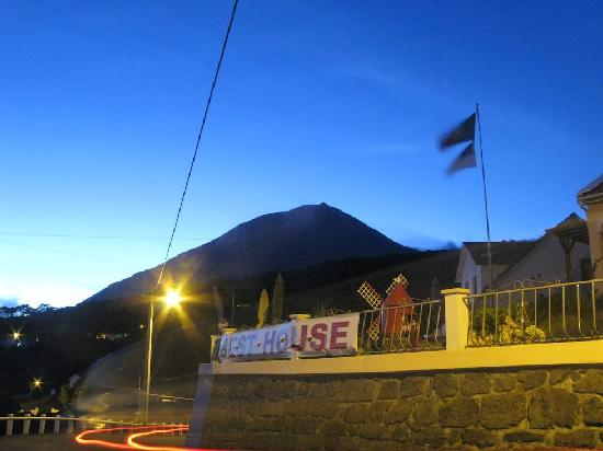 Bed and Breakfast Miradouro da Papalva Guest House INN ID No. #1229: Pico at night