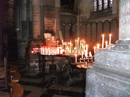 Saint-Omer Cathedral : Candle-lit interior
