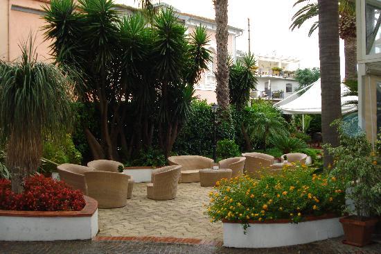 Hotel Caravel Sorrento: Patio