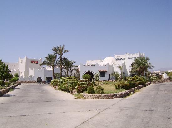Al Diwan Resort: entrance to reception