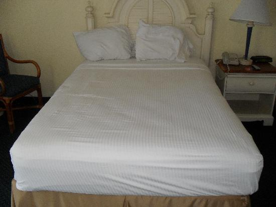 Lauderdale By The Sea Resort: bed