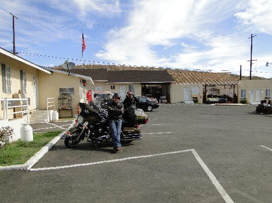 Route 66 Motel: parking