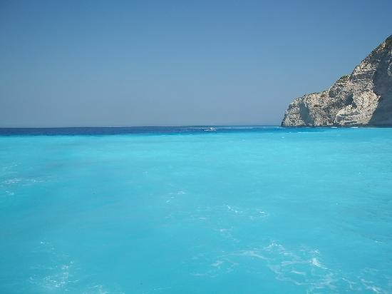 Zante Maris Hotel: Turquiose water at the blue caves