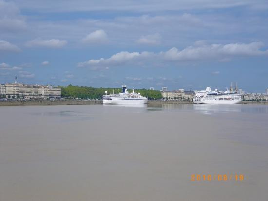Μπορντό, Γαλλία: Bordeaux - Cruise ships along the river