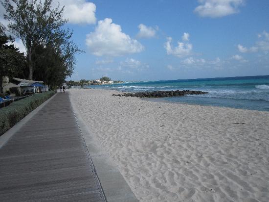 Rosebank Apartments : boardwalk to Accra Beach