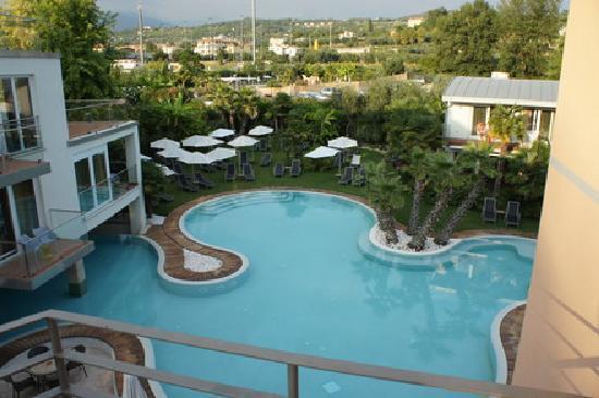 Color Hotel: Einer der schönen Pools
