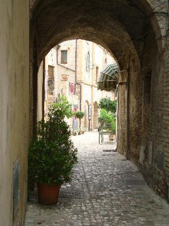 La Torretta Sul Borgo B&B: Vicolo