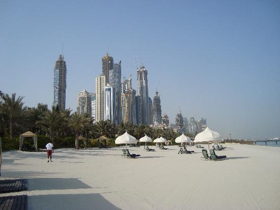 Residence&Spa at One&Only Royal Mirage Dubai : Beach, early in the morning with view towards Dubai Marina