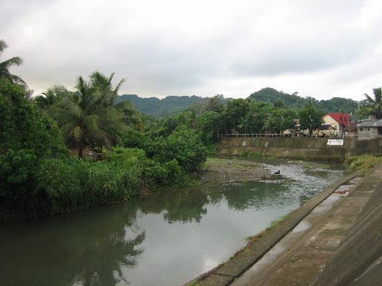 La Casa Roa: River in Centro Caramoan