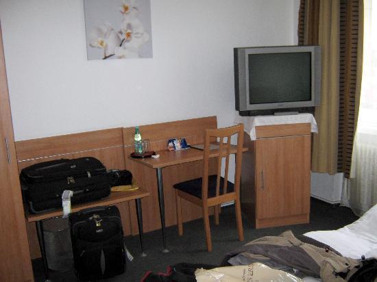 Bolgerini Inn: Schreibtisch