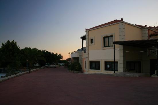 ألوني سويتيس: Entrance of Aloni Suites