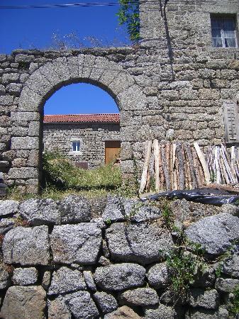 Vazeilles-pres-Saugues, França: Porte de l'ancienne forteresse de Vazeilles-près-Saugues
