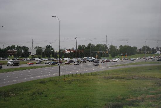 Holiday Inn Express & Suites Airport - Calgary: Blick aus dem Fenster während der Rush Hour
