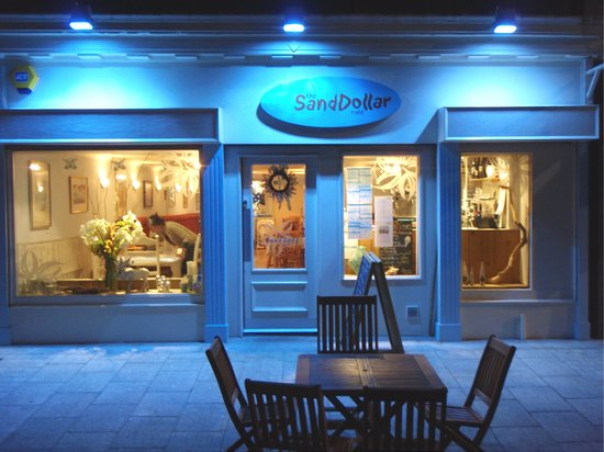 Sand Dollar Cafe: By Night