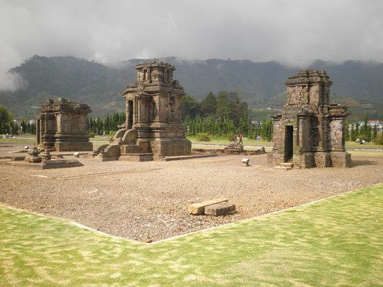 Dieng, Индонезия: Arjuna Tempel Komplex