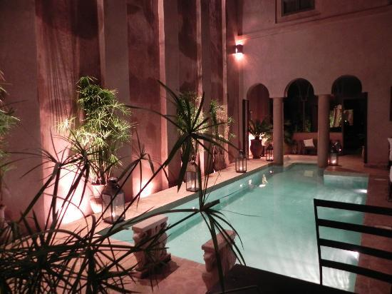 Riad Noir d'Ivoire: The pool and water feature wall