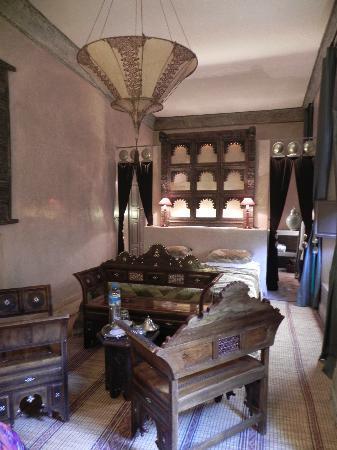 Riad Noir d'Ivoire: Our room - fit for a princess