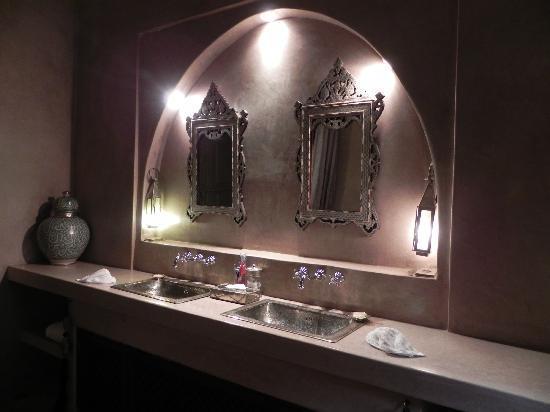 Riad Noir d'Ivoire: our bathroom