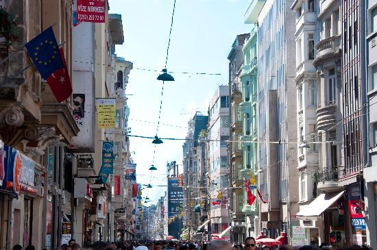 Istanbul Apartments Istiklal: Street View