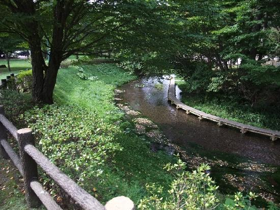 Meisui Fureai Park: 川に沿って遊歩道があります。