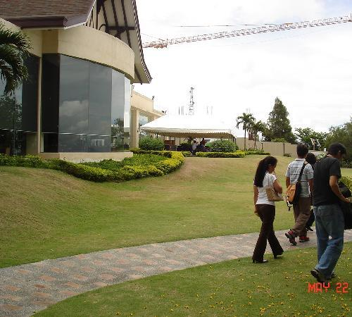 Taal Vista Hotel: Outside the foyer