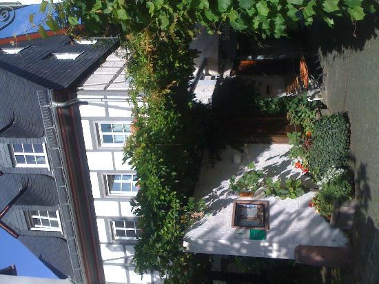 Breuer's Ruedesheimer Schloss: Außenansicht
