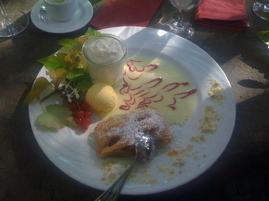 Breuer's Ruedesheimer Schloss: Dessert (Apfelstrudel mit hausgemachtem Eis)