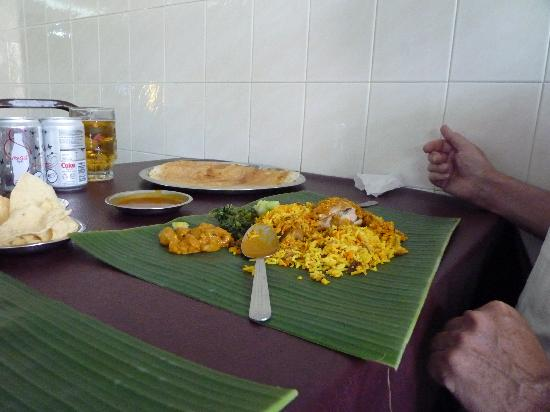 Jothy's Fish Head Curry and Banana Leaf Restaurant: Chicken Biryani