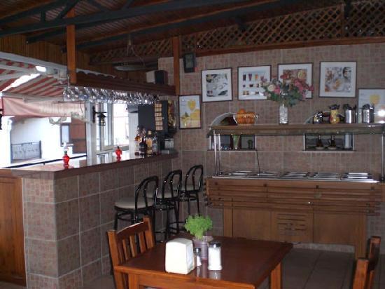 Hotel Sonne: Bar and breakfast buffet