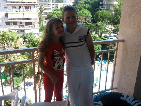 TUI Family Life Avenida Suites: kids on the balcony