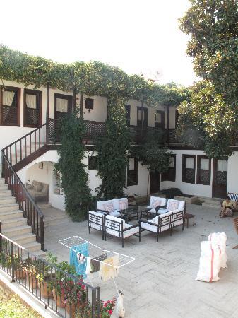 Villa Konak Hotel Kusadasi: Courtyard