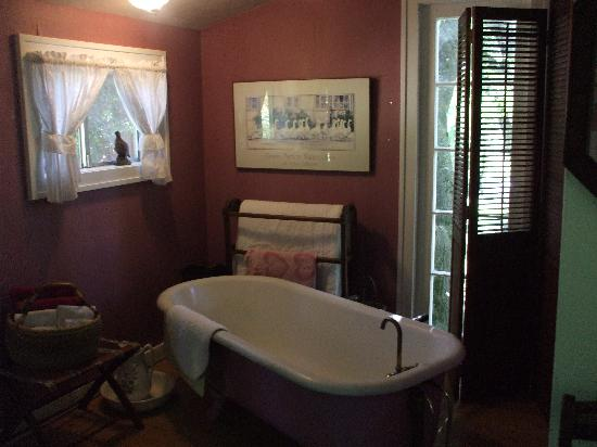 ‪‪Meadow Creek Ranch Bed and Breakfast Inn‬: Fully functioning stand alone bath‬