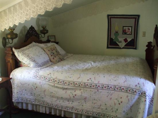 Meadow Creek Ranch Bed and Breakfast Inn: Extremely comfortable bed