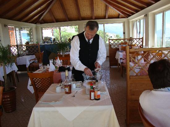 Restaurant Major: Sinlja serves