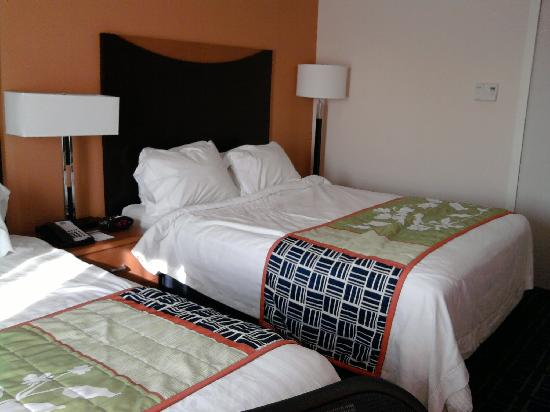 Fairfield Inn & Suites Verona : another room picture to give you an idea of the decor