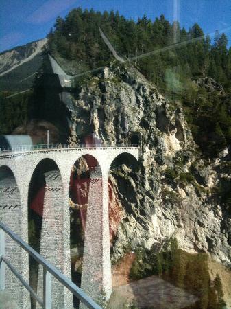 Alpy Szwajcarskie, Szwajcaria: Un pont de légende