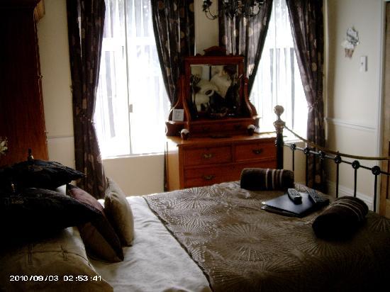 Heathfield Bed and Breakfast: My beautiful room!
