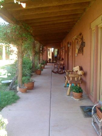 Sonoita, AZ: The promenade. Our rooms was just off of here.