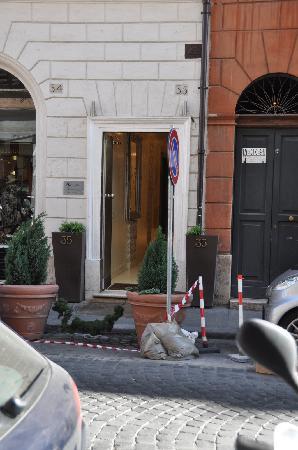 Le Chateau Blanc : L'entrée de l'hôtel