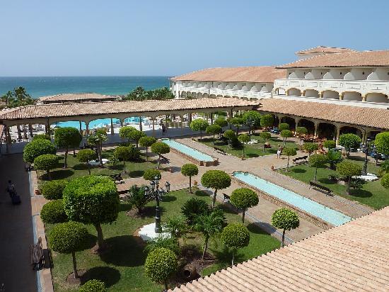 Iberostar Andalucia Playa: Aussicht auf Pool und Garten