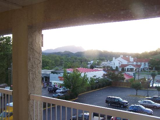 Days Inn Apple Valley Sevierville: view from room on second floor